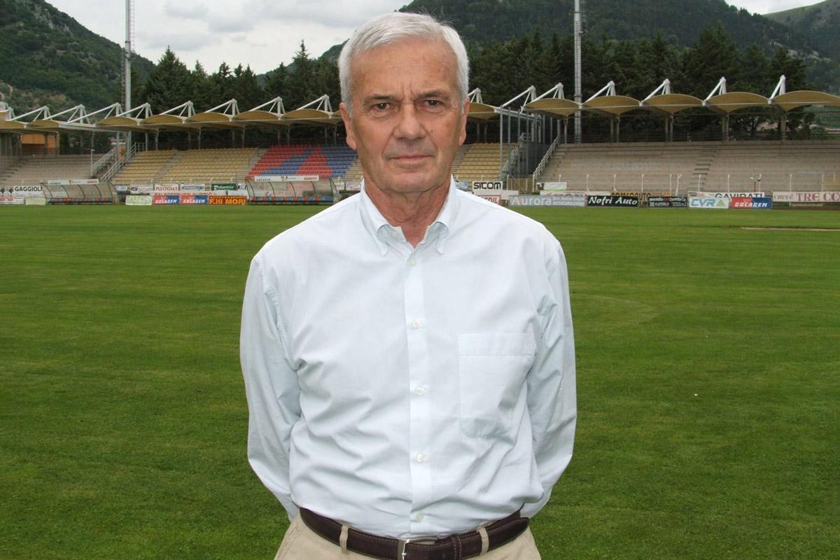 Gigi Simoni oggi compie 82 anni. Moltissimi gli auguri da tutta Italia